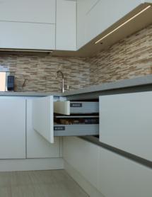 Кухня без ручок-8
